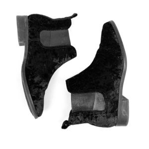 Toms velvet booties... adorable for the Holidays!